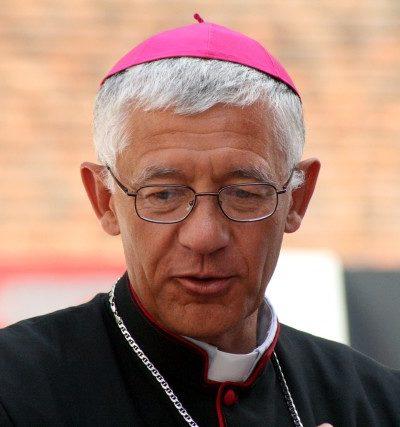 Mgr nous parle après la messe (5)