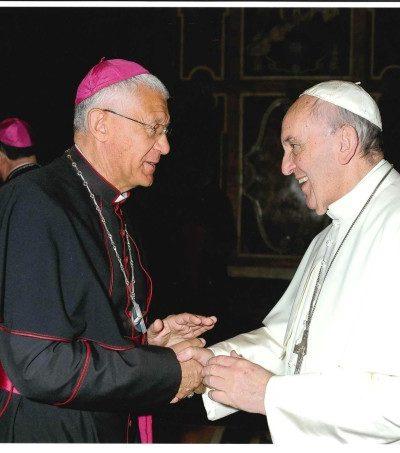 Mgr et Pape Francois 26-10-2015