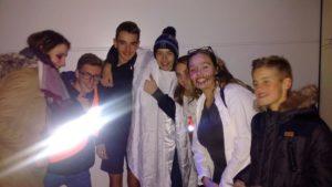 HOLY WINS, QUE LA SAINTETE GAGNE ! Dans la nuit du 31 octobre au 1er novembre, vingt jeunes du doyenné de Ferrette se sont réunis pour fêter Holy wins.