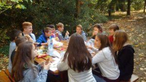 Pique-nique dans le parc de la maison St Michel à Issenheim